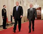 週四(12月20日),川普(特朗普)總統說,國防部長馬蒂斯將在明年2月退休。馬蒂斯在寫給川普的信中特別提到要注意中共及俄羅斯主導全球的野心。