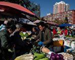 中國經濟放緩,分析師認為對於如何提升商業和消費者對經濟前景的信心,北京恐已無計可施,唯一的途徑是推動大膽改革。