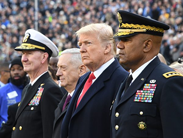 US President Donald Trump (2nd-R) and US Defense Secretary Jim Mattis (2nd-L) attend the annual Army-Navy football game at Lincoln Financial Field in Philadelphia, Pennsylvania, December 8, 2018. - Trump will officiate the coin toss at Lincoln Financial Field in Philadelphia between the Army Black Knights of the US Military Academy (USMA) and the Navy Midshipmen of the US Naval Academy (USNA). (Photo by Jim WATSON / AFP)        (Photo credit should read JIM WATSON/AFP/Getty Images)
