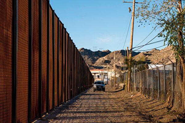 美政府警告:開放邊境讓移民系統瀕臨崩潰
