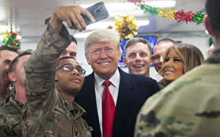 TOPSHOT-US-IRAQ-POLITICS-TRUMP TOPSHOT - US President Donald Trump and First Lady Melania Trump greet members of the US military during an unannounced trip to Al Asad Air Base in Iraq on December 26, 2018. (Photo by SAUL LOEB / AFP) (Photo credit should read SAUL LOEB/AFP/Getty Images)