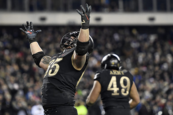 PHILADELPHIA, PENNSYLVANIA - DECEMBER 08: Bryce Holland #65 of the Army Black Knights reacts after the Black Knights score a touchdown in the fourth quarter to win the game 17-10 over the Navy Midshipmen at Lincoln Financial Field on December 08, 2018 in Philadelphia, Pennsylvania. (Photo by Sarah Stier/Getty Images)