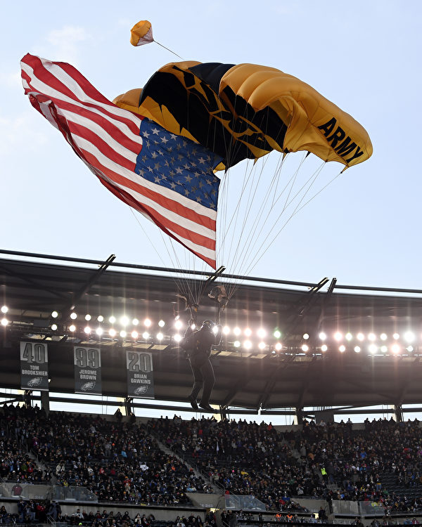PHILADELPHIA, PENNSYLVANIA - DECEMBER 08: An Army Golden Knights parachute jumper glides toward the field before the start of the game between Army Black Knights and Navy Midshipmen at Lincoln Financial Field on December 08, 2018 in Philadelphia, Pennsylvania. (Photo by Sarah Stier/Getty Images)