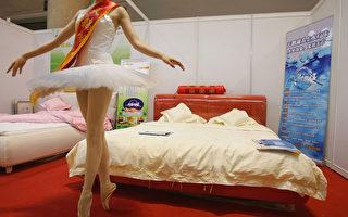 卖家具半裸促销?学者析中国人替谁付出代价