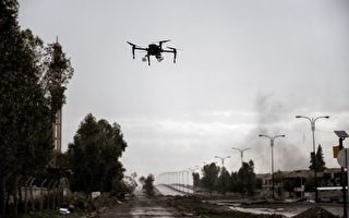 伊拉克部隊的軍用無人機去年三月在伊拉克北部城市摩蘇爾被拍到。(Aris Messinis/AFP/Getty Images)