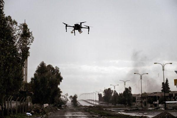 伊拉克部队的军用无人机去年三月在伊拉克北部城市摩苏尔被拍到。(Aris Messinis/AFP/Getty Images)