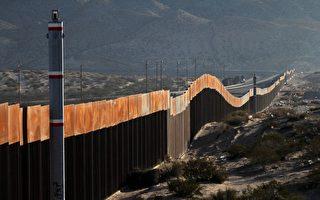 修筑美墨边境围墙预算案将在12月22日到期。图围美墨两国间的边境围墙。(Herika Martinez/AFP/Getty Images)