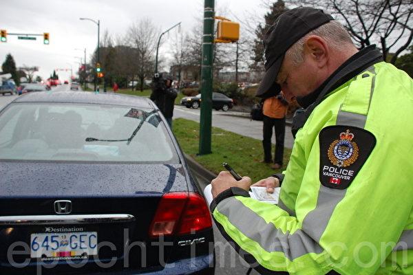温哥华警察正在检查酒驾和毒驾