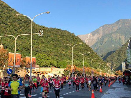 峽谷景色吸引全球的的馬拉松愛好者。