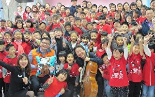 大提琴家张正杰 教偏乡孩子欣赏古典音乐