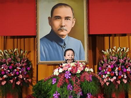 嘉义县卸任县长张花冠(如图)在嘉义县第18届县长宣誓就职典礼中致词。