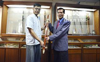 支持新唐人武術大賽 陳重智大師慨贈名劍