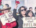 石油管道支持者17日在卡城市政府前集会
