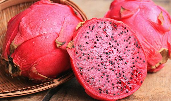红肉火龙果的甜菜红素,其抗氧化能力很强,具有抗发炎、抗癌症的效果。