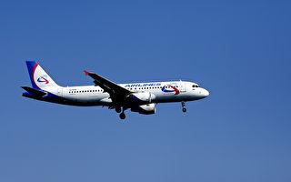 乘客疑似中毒 臉發綠呼吸困難 俄航班急降