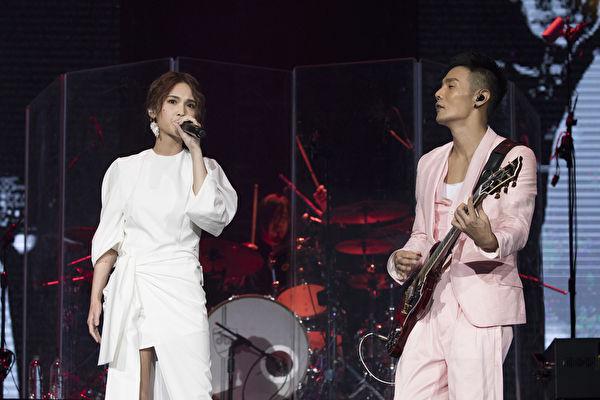 楊丞琳(左)與男友李榮浩