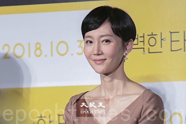 韩星廉晶雅为韩剧《SKY castle》主演之一。