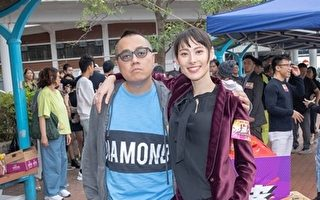 导演彭浩翔(左)靠一顿饭,让梁洛施(右)点头合作新电影《恭喜八婆》。