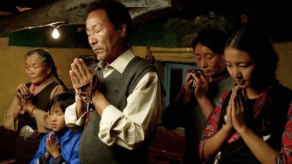 西藏電影《山那邊的青稞田》即將登台播映。