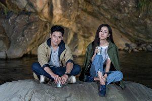 周曉涵(右)與周孝安(左)在劇中拍攝浪漫場景