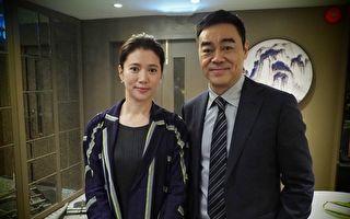 袁咏仪(左),这回在《廉政风云 烟幕》电影中特别演出