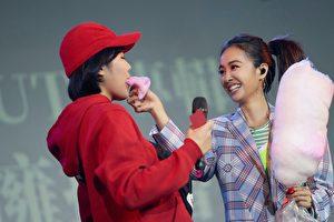 Jolin」蔡依林(右)於20日在台北舉辦簽名會