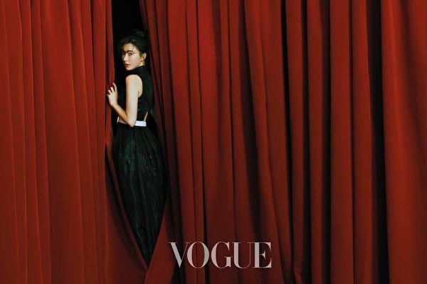 林志玲成為2月號雜誌的封面人物。
