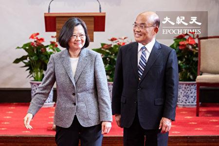 總統蔡英文(左)11日在總統府舉行記者會,正式任命蘇貞昌(右)為新任行政院長。