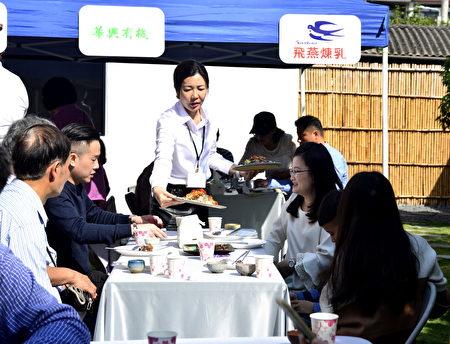 大紀元時報「食感藝遊」聯誼餐會1月13日於台中廚研所舉行首場美食饗宴,主廚江朝富推出11道經典美食。