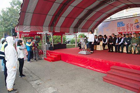 本 次 演习 由 嘉义 市长 黄敏惠 亲自 主持, 并 邀请 学者 专家 参与, 提供 市府 防疫 改善 建议.