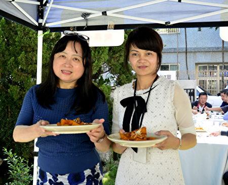 匯聚國際人力開發公司總經理林映妥讚賞,「焦糖南瓜最好吃了,烤豬肉很Q彈﹗蔥蝦甜美入味喔﹗」