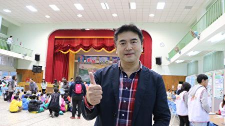 熱心教育的高雄師範大學特教中心主任蔡明富教授表示,讓小朋友有動手做的機會,今天的學習活動會相當的愉快。