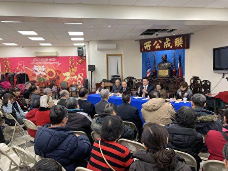 在美东联成公所,主席黄达良向金兑锡抛出多个监狱改革的问题,许多民众认真了解参选人立场。