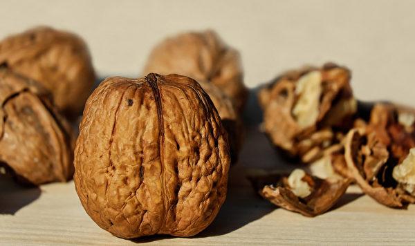 核桃富含不饱和脂肪酸和维生素E