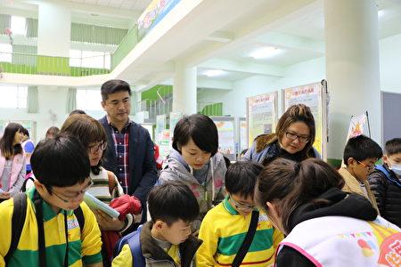 嘉義縣議員林湘亭(2排中)也到會場關心。