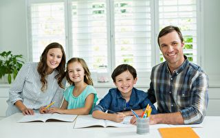 家长如何与孩子谈论学校成绩报告单