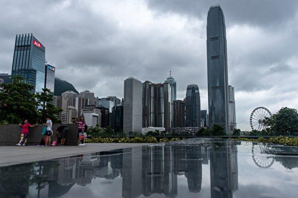 据最新解密的档案,英国外交部曾被警告,中共可能在1997年香港主权移交之前,以武力强行接管香港。