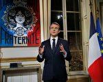 2018年12月31日(周一)晚8点,法国马克龙按传统惯例在电视上发表新年讲话。(MICHEL EULER/AFP/Getty Images)