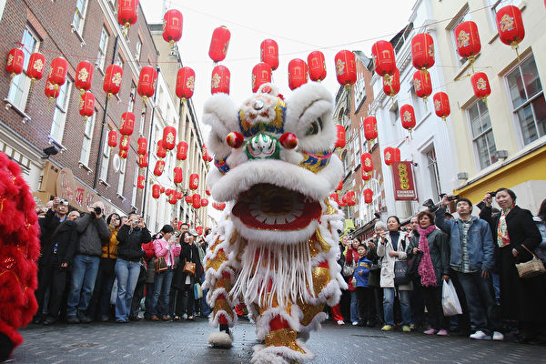 LONDON, ENGLAND - JANUARY 26: Lion Dancers perform in China Town on China's New Years Day on January 26, 2009 in London, England. The Ox, the Chinese Zodiac symbol ushered in today, is the sign of prosperity through fortitude and hard work. (Photo by Dan Kitwood/Getty Images)