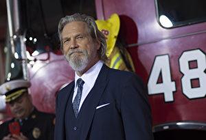 美国演员杰夫·布里吉斯(Jeff Bridges)获第76届金球奖终身成就奖