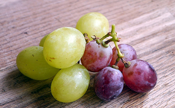 葡萄當中的維生素素B1可以協助醣類代謝,讓腸胃蠕動正常,使排便順暢。