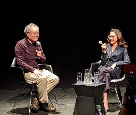 """李安(左)与杨紫琼(右)7日在皇后区""""移动影像博物馆""""出席影迷座谈会。"""