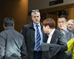 华为加拿大公司事务方面的高级副总裁斯科特·布拉德利(Scott Bradley,左二)近日宣布离职,但没有说明离职原因。(Rich Lam/Getty Images)