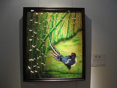 以竹子为背景,透过巧妙的技法,结合LED灯,让作品像一幅风景画。又可作为家里的璧灯!