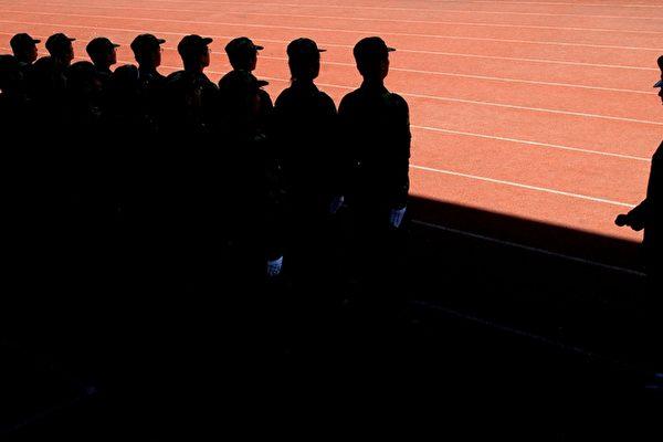 【翻牆必看】大陸學生闖美軍基地拍照被抓