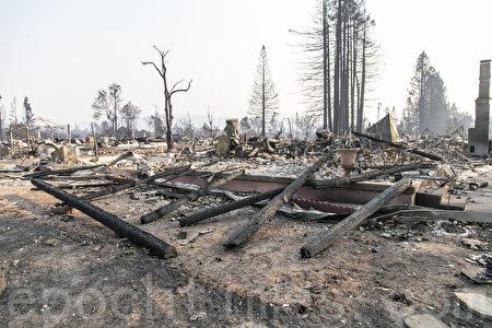 家园变废墟 北湾野火受灾华裔渴望重建