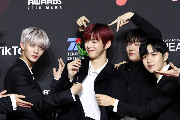 Kang Daniel and other members of Wanna One attend the 2018 MAMA
