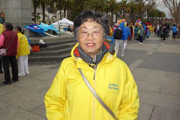 湾区法轮功学员旧金山游行 迎新年送祝福