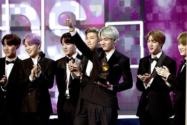 防弹少年团(BTS)出席第61届葛莱美奖颁奖典礼。(Kevork Djansezian/Getty Images)