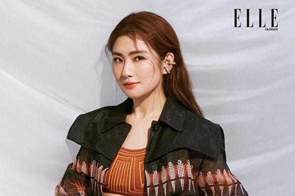 Selina登上杂志《ELLE》封面之星